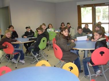 les CE2 CM1 CM2 au restaurant scolaire.JPG