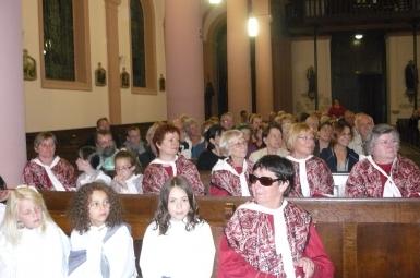 Au premier rang en costumes vosgiens,les chanterelles de l'Avison.JPG