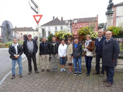 0- Les membres du Chemin de la Paix accueillent les visiteurs (Copier).JPG