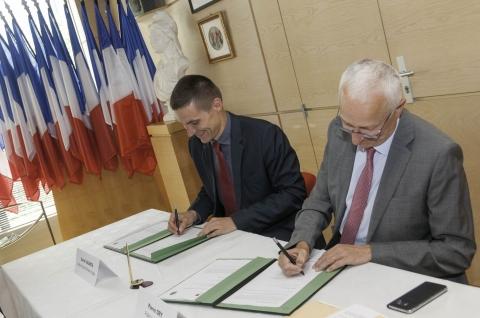 Signature contrat Cahors.jpg