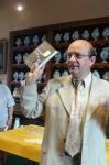 Gilles Grivel, président de l'association Daniel Osiris en charge du musée bruyèrois présente là un ouvrage de Dominique Jarassé. L'ouvrage évoque la construction de la synagogue de Bruyères JPG