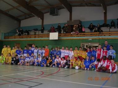 9 equipes Poussins au tournoi futsal SMB.JPG