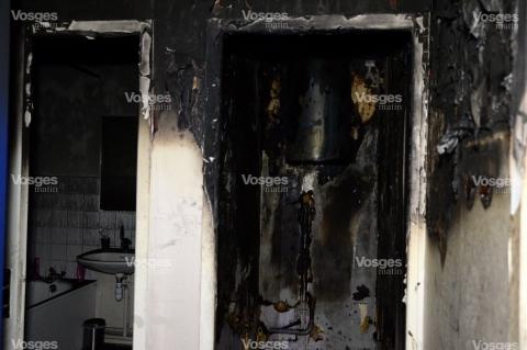 l-appartement-a-ete-entierement-detruit-par-l-incendie-et-notamment-par-les-epaisses-fumees-photo-jean-charles-ole-1451634369.jpg