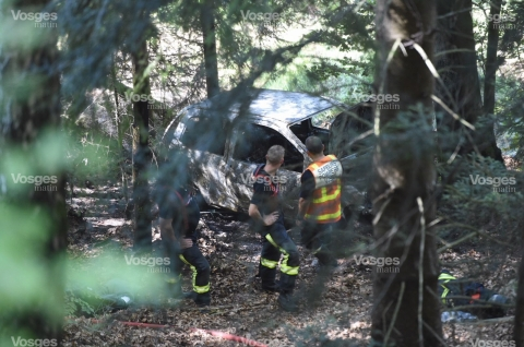 un-corps-entierement-calcine-a-ete-decouvert-dans-le-vehicule-accidente-photo-philippe-briqueleur-1537185990.jpg