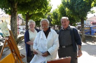 Sur le photo, avec M. Fabien, on reconnait M.et Mme Dupont, anciens bouchers à Bruyères. .JPG