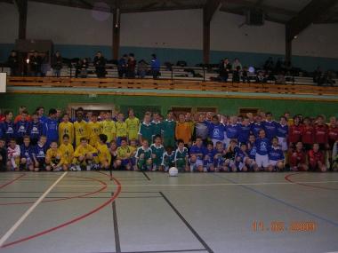 12 equipes Benjamins au tournoi futsal SMB 2009.JPG
