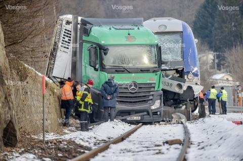 collision-entre-un-camion-est-train-ter-sur-un-passage-a-niveau-vosges-matin-jerome-humbrecht-1485510918.jpg