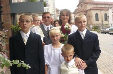 les mariés et leurs 5 enfants.JPG