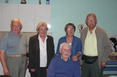 Sur la photo à gauche, le maire André Claudel, à son coté la famille de M. Lejal.JPG
