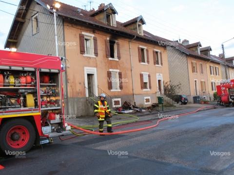 les-sapeurs-pompiers-ont-rapidement-maitre-l-incendie-mais-l-interieur-de-l-appartement-est-tres-endommage-(photo-ph-c-)-1456559770.jpg