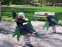 23.04.09 Jeux au parc du chateau pour les eleves de Biffontaine (4).jpg