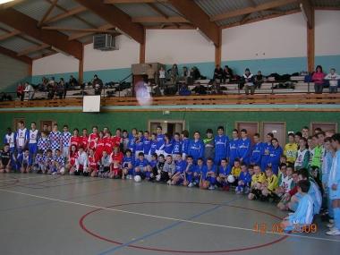 12 equipes 13 ans tournoi futsal.JPG