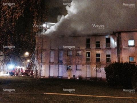une-trentaine-de-sapeurs-pompiers-sont-sur-place-1449791639.jpg