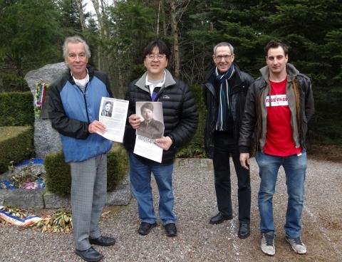 2 les 2 fils avec photos des pères et les guides Bernard Hans et Michael Remy.jpg